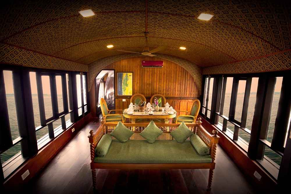 Luxury Traditional Houseboat Sleeps 4