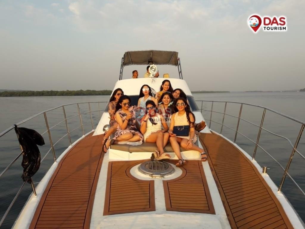 girls party on luxury Phoenix Yacht