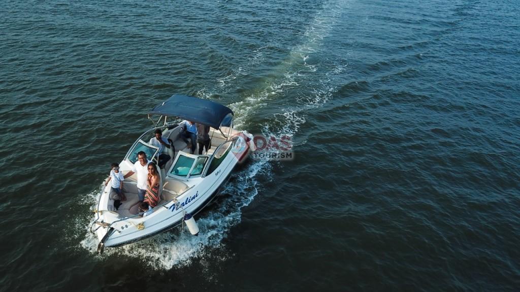 Balloon decoration on speed yacht 232