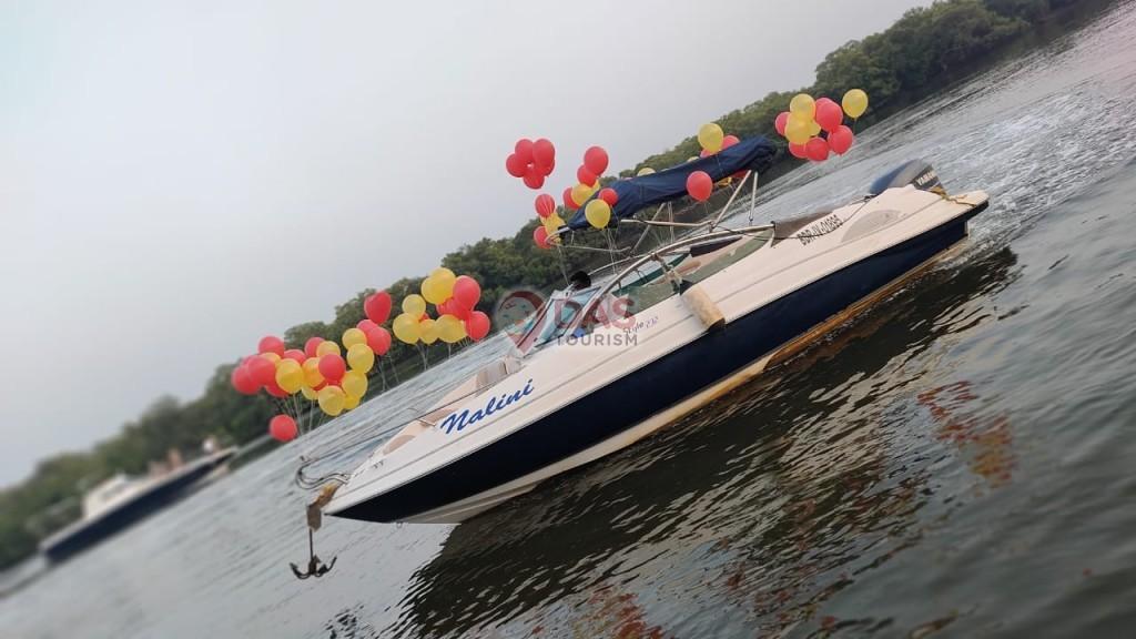 Speed Yacht with balloon decoration