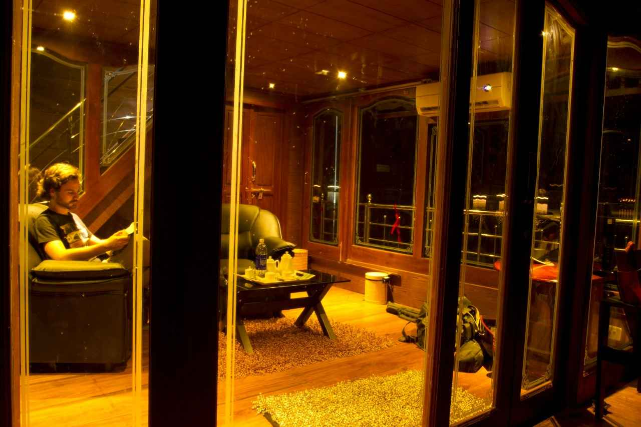 Royal Suite Houseboat seating area