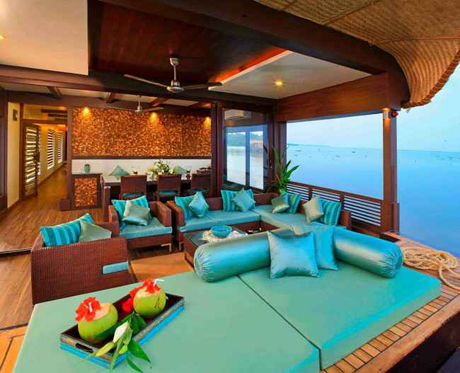 Elitaire Houseboat seating area